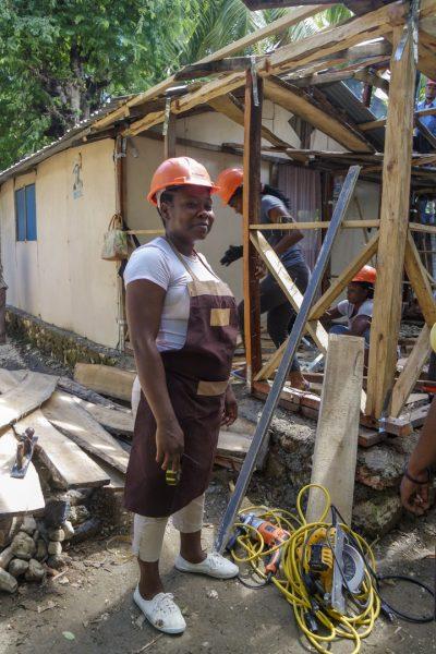 """<div class=""""c_news"""">[TÉMOIGNAGE]</div>Réhabiliter les T-shelters : une solution pour des milliers d'Haïtiens ?"""